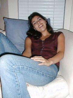 Обнаженная секретарша ждет начальника на кровати