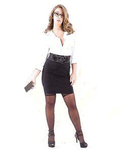 Сексуальная модель позирует в нижнем белье