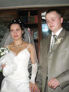 Непревзойденная невеста подставляет сочную письку