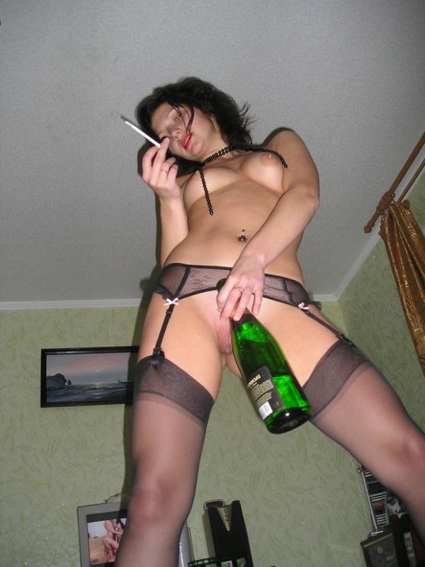 Выпившая шалашовка развлекается с любовником в гостинице