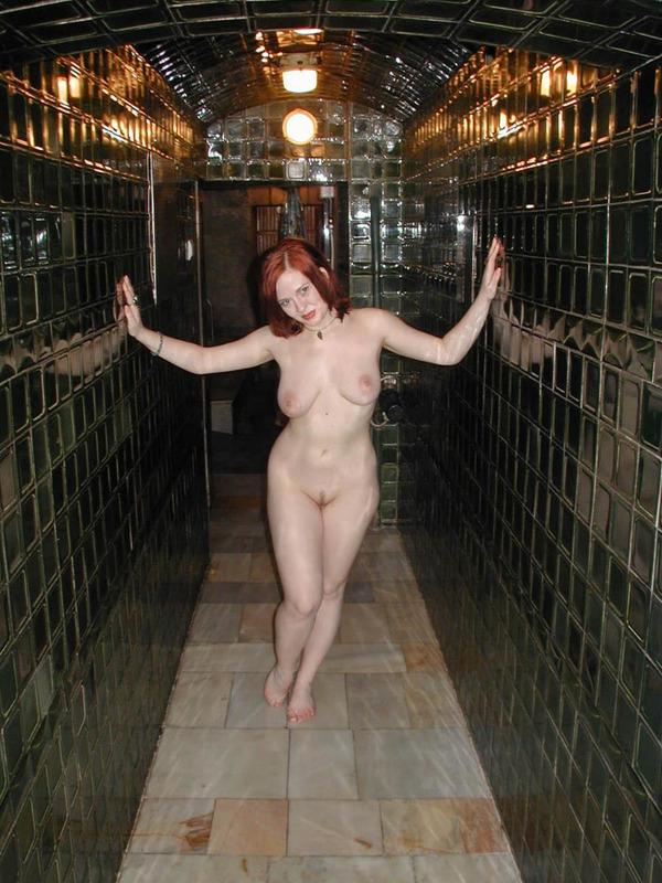 Страстные лесбиянки развлекаются в спа салоне