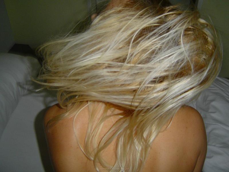 Страстная блонда позволила отфритюрить себя маленьким членом