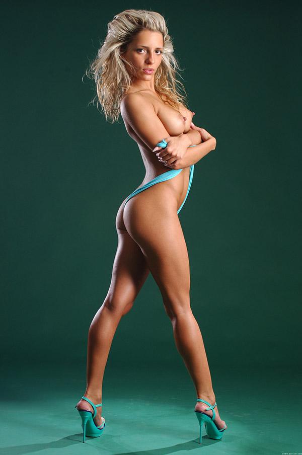 Сексапильная блонда с невероятно красивой жопой