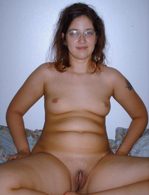 Беременная шалашовка расставила ноги