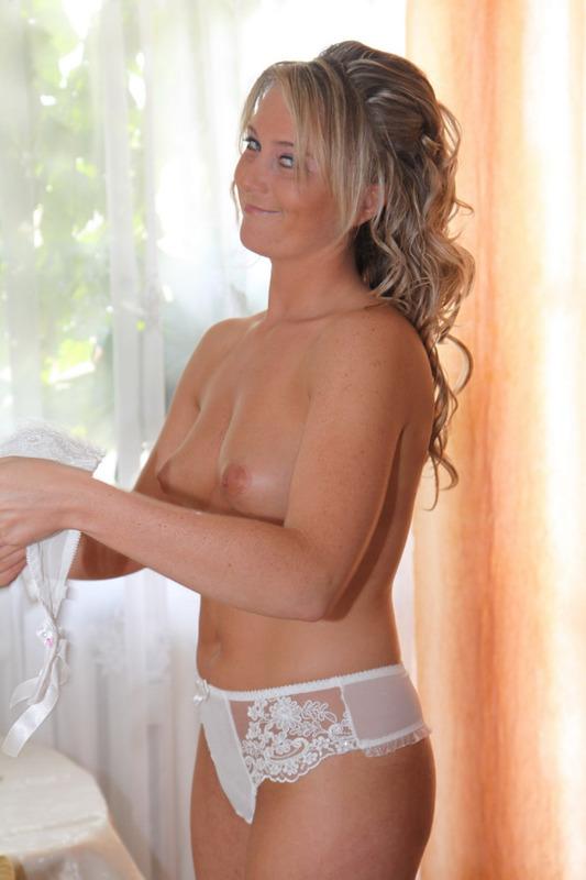 Сексуальная шалашовка шалит с самотыком