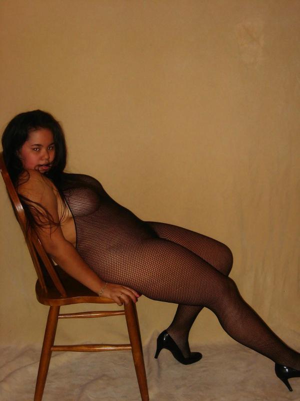Азиатская толстуха обожает надевать сексуальные наряды
