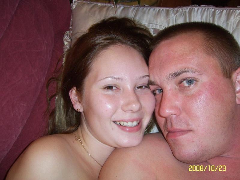 Супруги забавляются интимными игрушками