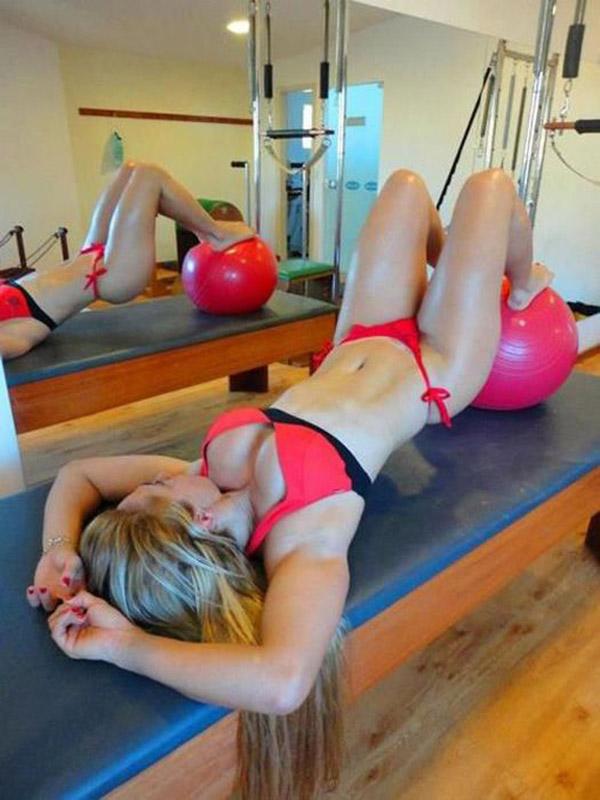 Упругие попки спортивных девушек