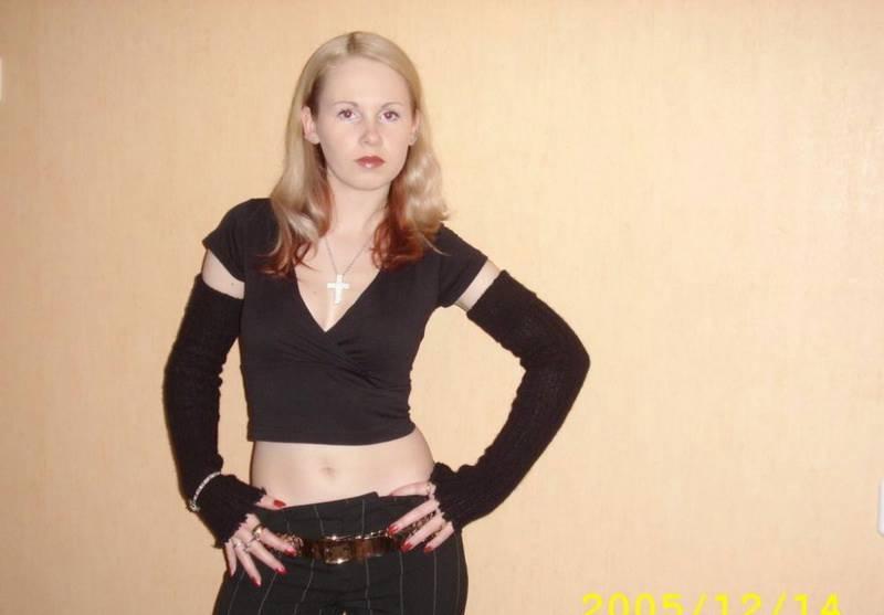 Блонда примеряет сексуальные наряды